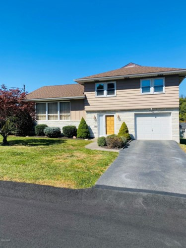 109 Donny Dr, Roaring Brook Township, PA 18444