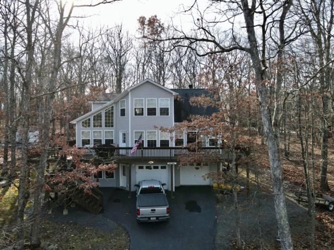 136 Maple Leaf Rd, Lackawaxen, PA 18435