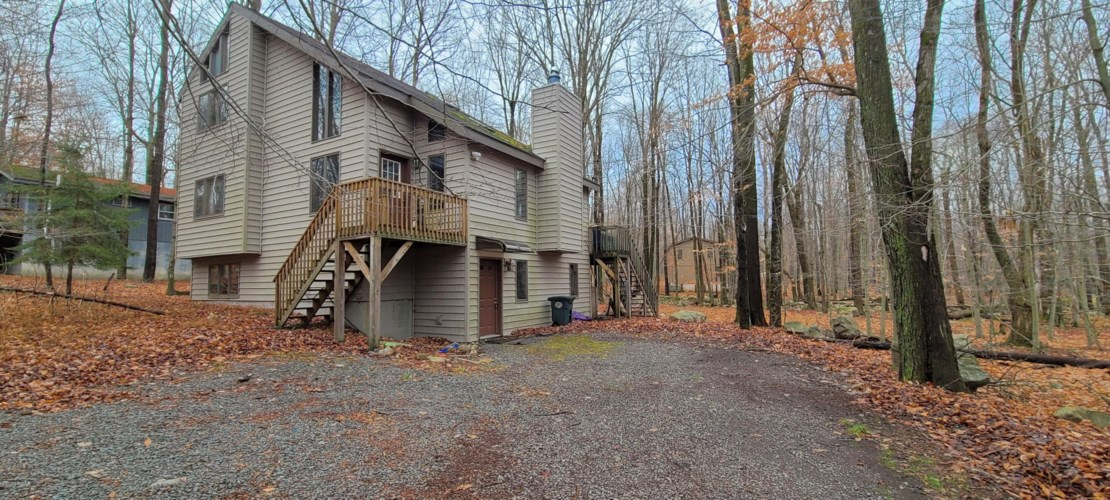 7 Livingston Ln, Gouldsboro, PA 18424