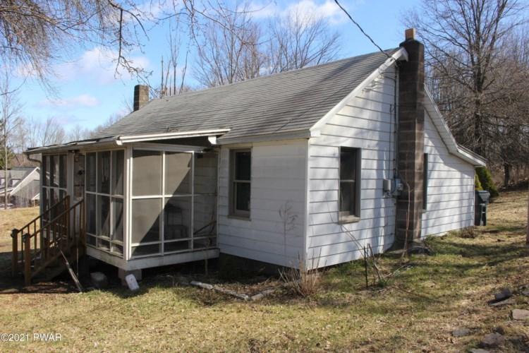 188 Hemlock Grove Rd, Greentown, PA 18426