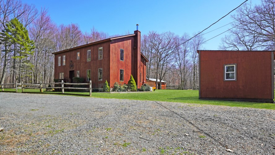 117 Black Forest Dr, Milford, PA 18337