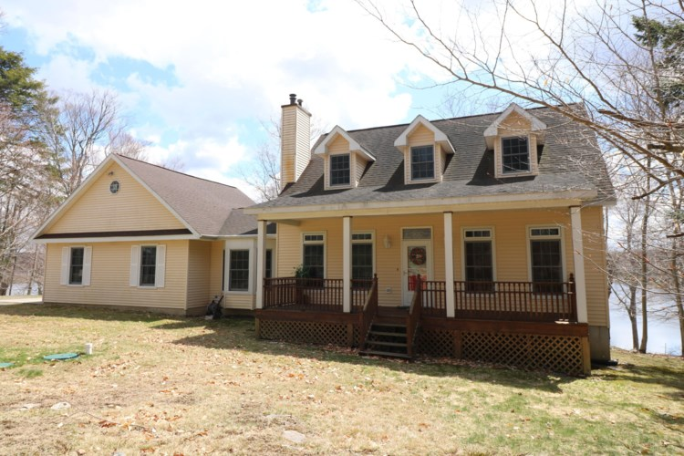 1018 Minnow Ln, Gouldsboro, PA 18424