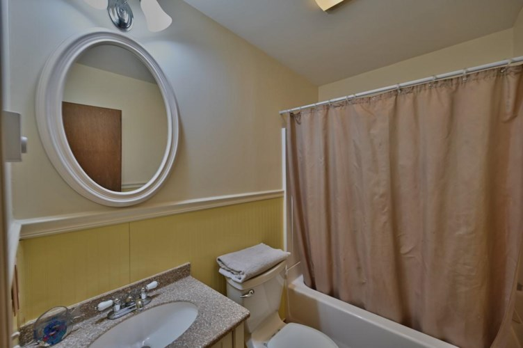 4295 Chestnuthill Dr, Lake Ariel, PA 18436
