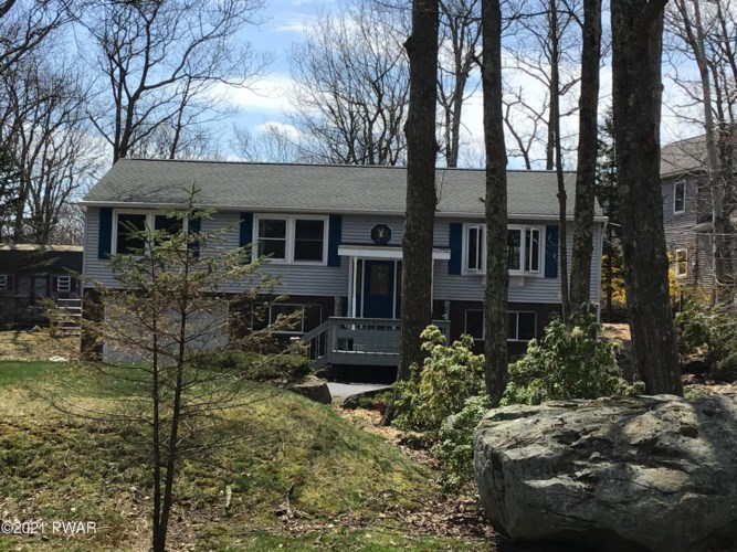 223 Maple Ridge Dr, Lords Valley, PA 18428