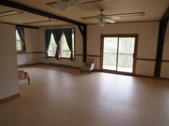 65 Grocery Hill Rd, Equinunk, PA 18417