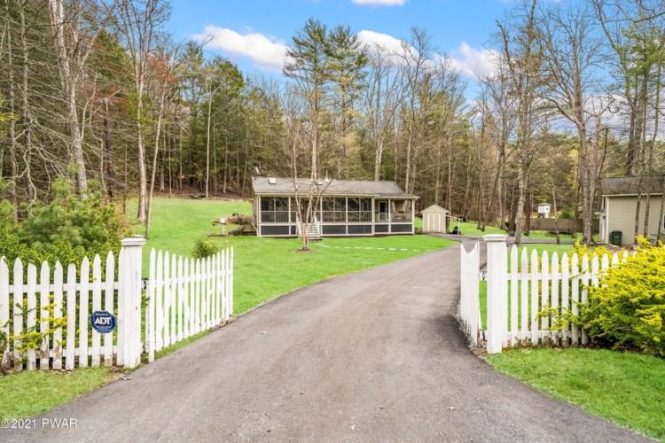 316 Twin Lakes Rd, Shohola, PA 18458