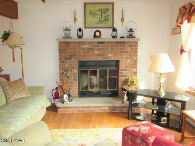 802 E Basswood Ct, Lords Valley, PA 18428