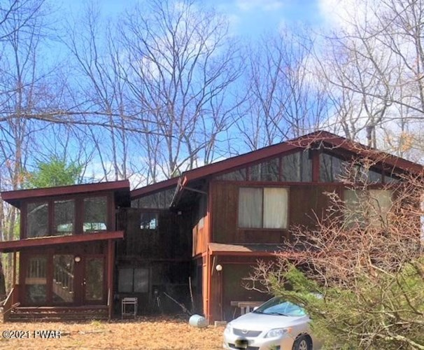 208 Forest Dr, Lords Valley, PA 18428