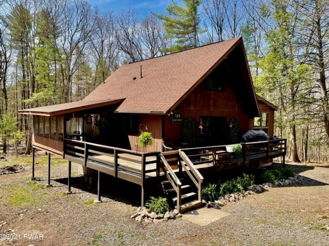 109 Timber Ridge Dr, Hawley, PA 18428