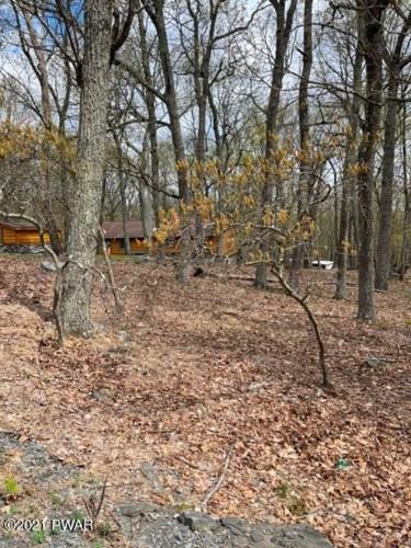 168 Mockingbird Trl, Bushkill, PA 18324