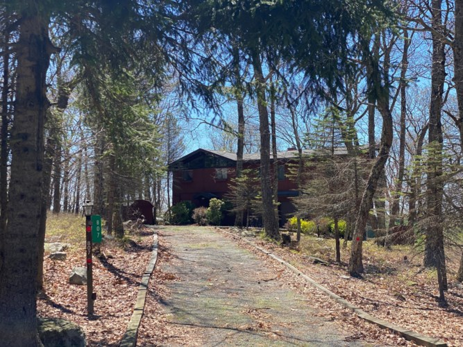807 Clydesdale Ct, Lords Valley, PA 18428