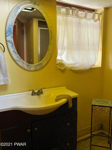 32 Hillcrest Rd, Honesdale, PA 18431