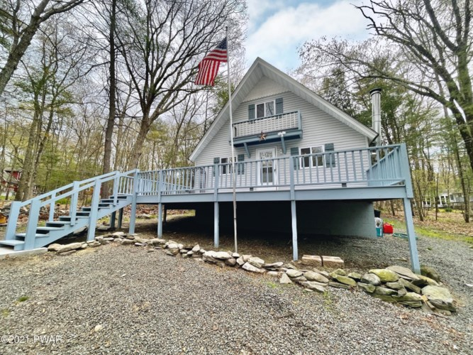 144 E Shore Dr, Dingmans Ferry, PA 18328