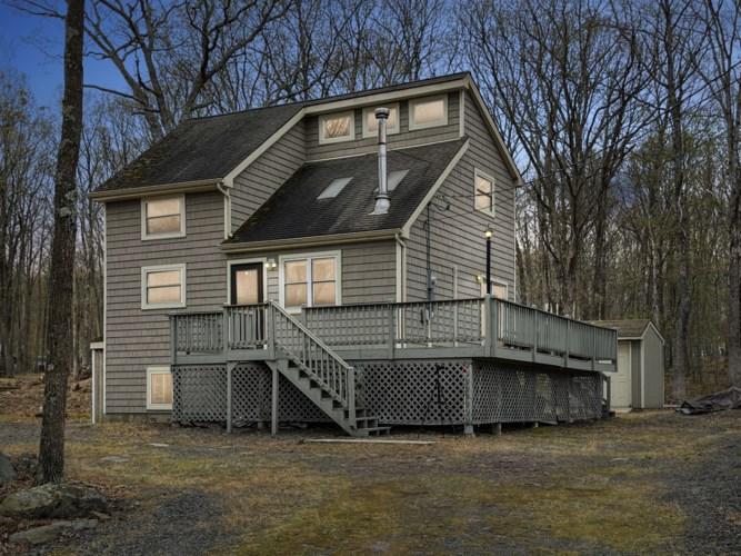 157 Robin Way, Lackawaxen, PA 18435