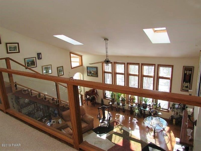 132 Surrey Dr, Lords Valley, PA 18428