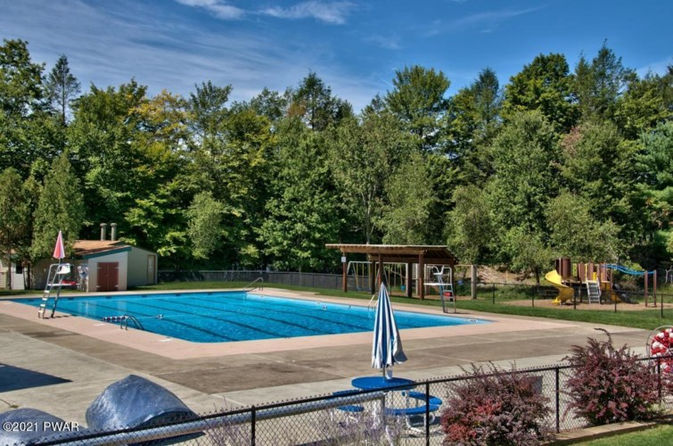 3563 Chestnuthill Dr, Lake Ariel, PA 18436