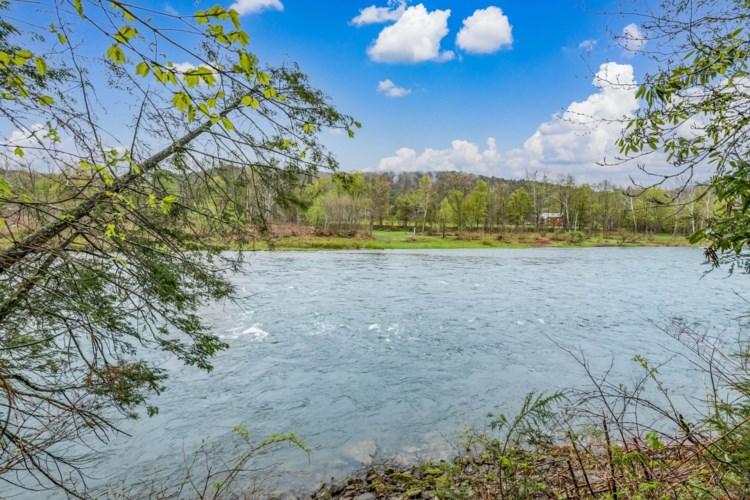 3730 River Rd, Equinunk, PA 18417