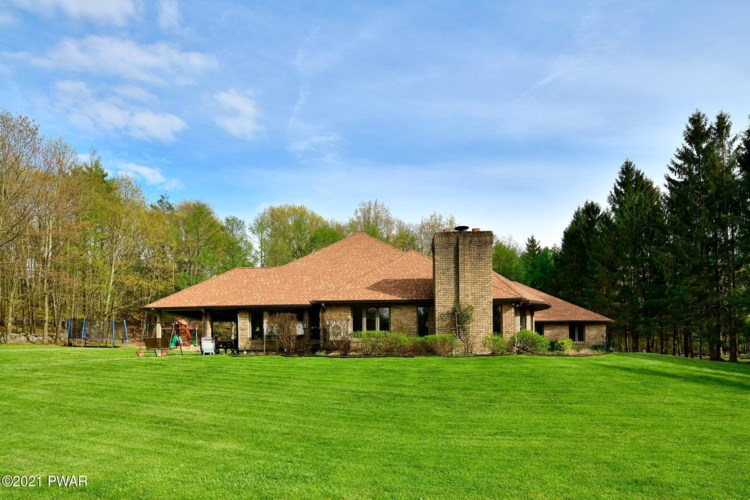 183A Maines Rd, Hawley, PA 18428