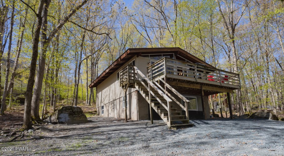 223 Basswood Dr, Hawley, PA 18428