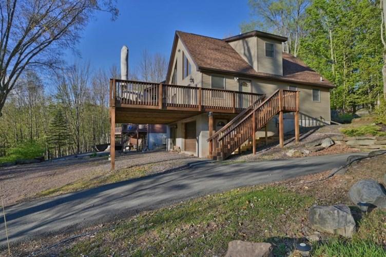 2011 Roamingwood Rd, Lake Ariel, PA 18436