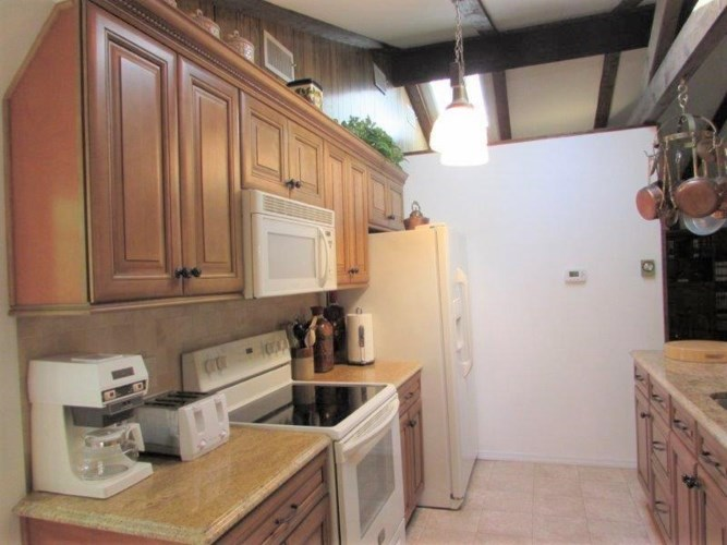119 Eisenhower Dr, Lords Valley, PA 18428