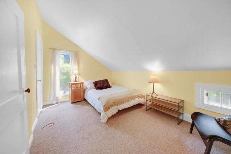 102 Sawkill Ave, Milford, PA 18337