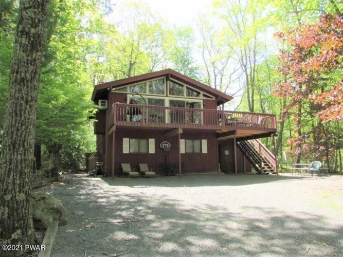 109 Canterbrook Dr, Lords Valley, PA 18428
