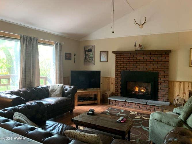 803 St James Ct, Lords Valley, PA 18428