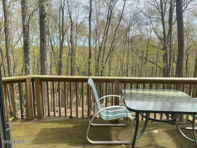 108 Eagle Crest Rd, Greentown, PA 18426