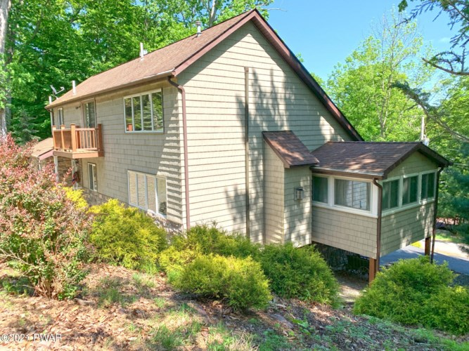 586 Evergreen Dr, Lakeville, PA 18438