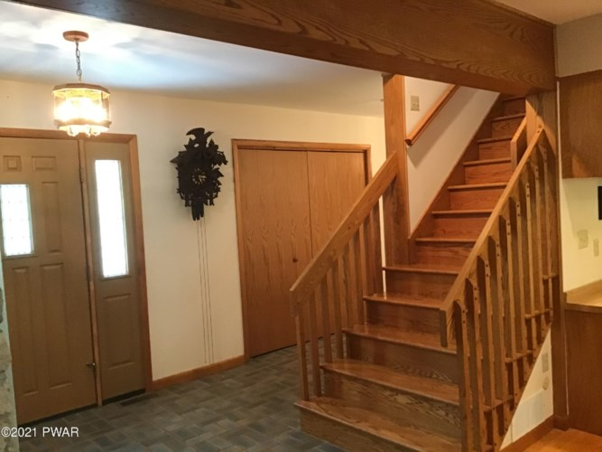 100 Ironwood Ln, Lords Valley, PA 18428