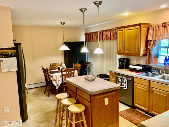 64 White Rock Dr, Forest City, PA 18421