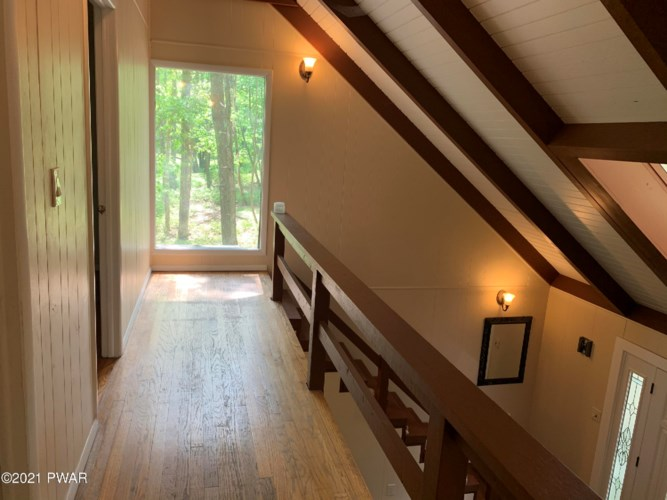 209 Lincoln Dr, Lords Valley, PA 18428