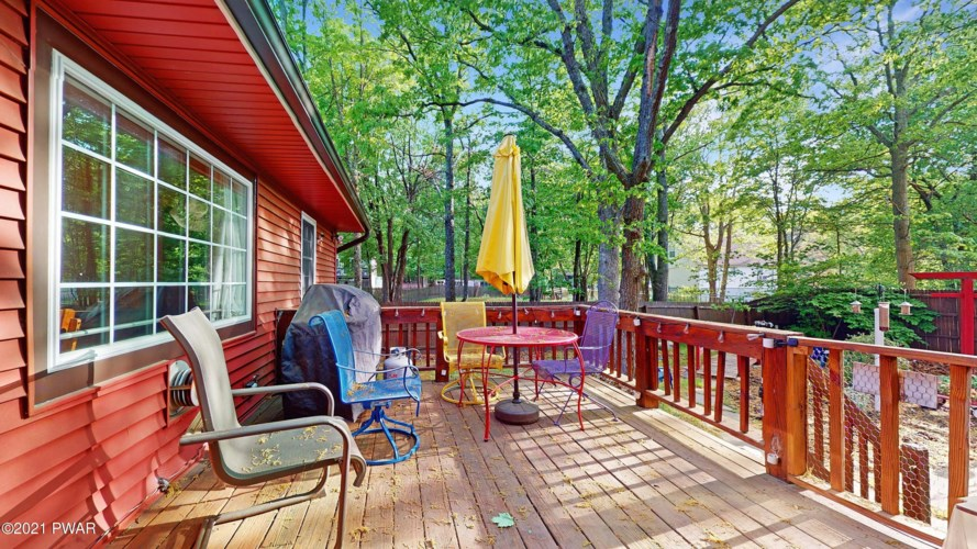 157 Roundhill Rd, Dingmans Ferry, PA 18328