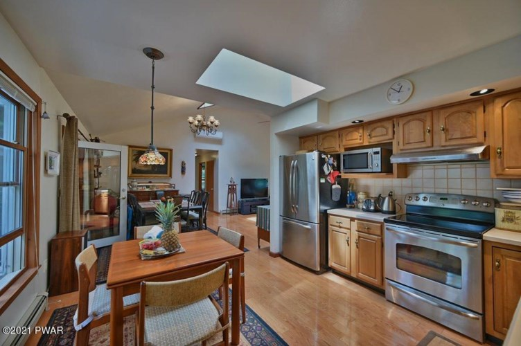 139 Johnny Bee Rd, Dingmans Ferry, PA 18328