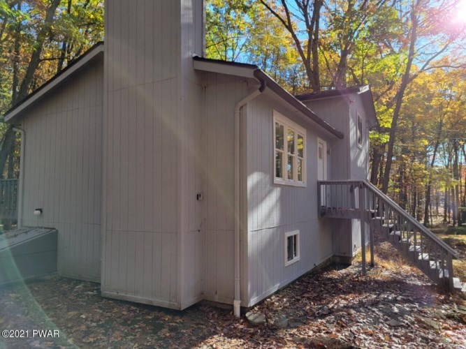 805 Pastern Ct, Lords Valley, PA 18428