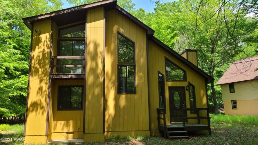 1008 W Ridge Dr, Gouldsboro, PA 18424