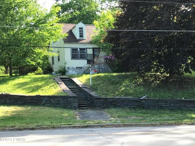 212 Bellemonte Ave, Hawley, PA 18428
