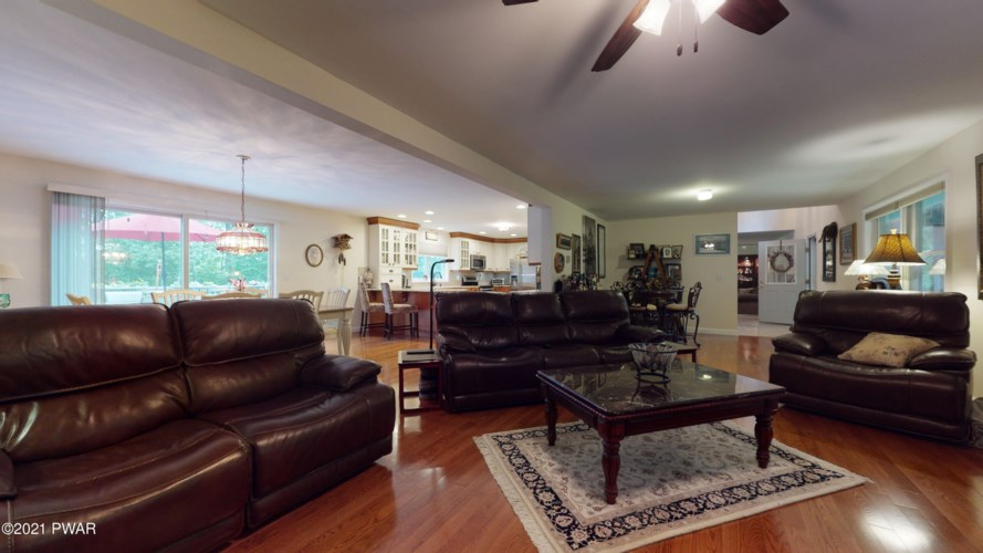 131 High Meadow Dr, Milford, PA 18337