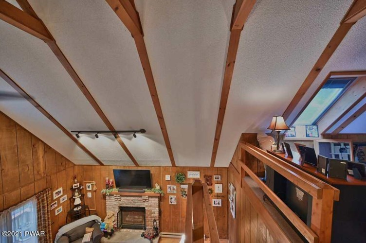 375 Chestnuthill Dr, Lake Ariel, PA 18436