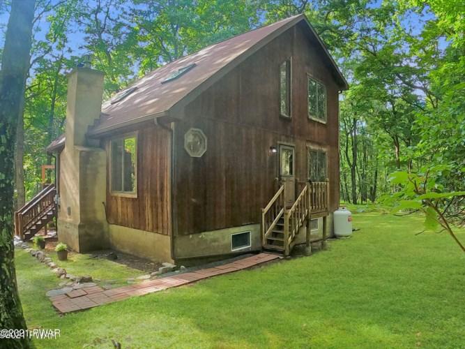 125 Fawn Lake Dr, Hawley, PA 18428
