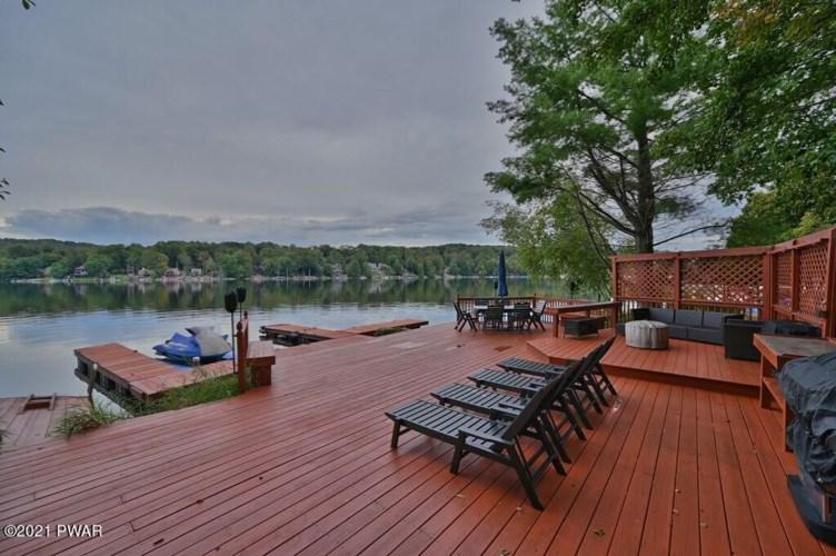 27 Roamingwood Rd, Lake Ariel, PA 18436