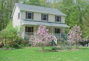 110 High Point Ln, Greentown, PA 18426