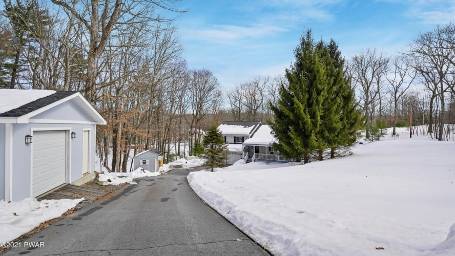 192 Water Forest Dr, Dingmans Ferry, PA 18328