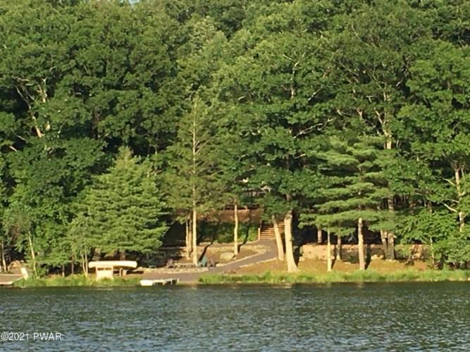 201 E Shore Dr, Dingmans Ferry, PA 18328