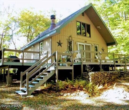 102 Lakeside Dr, Greentown, PA 18426