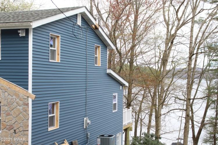 390 Lakeshore Dr, Lakeville, PA 18438