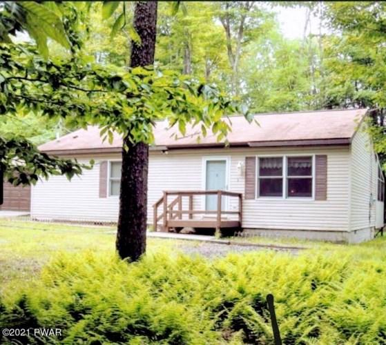 120 Oakwood Dr, Greentown, PA 18426