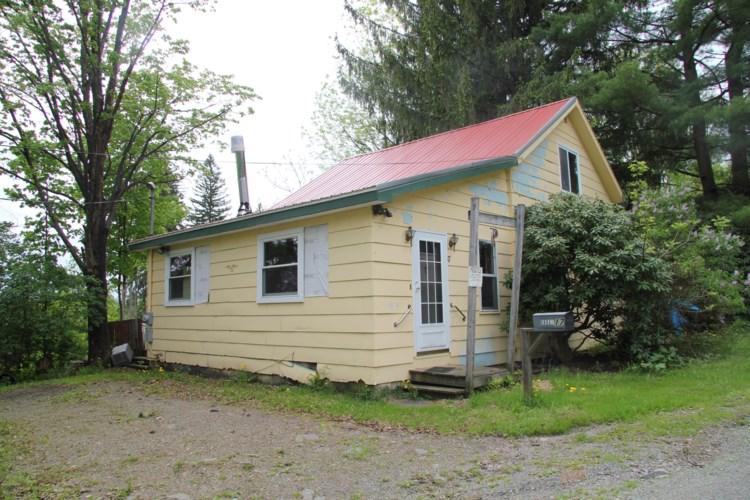 17 Beaver Hollow Rd, Lakewood, PA 18439