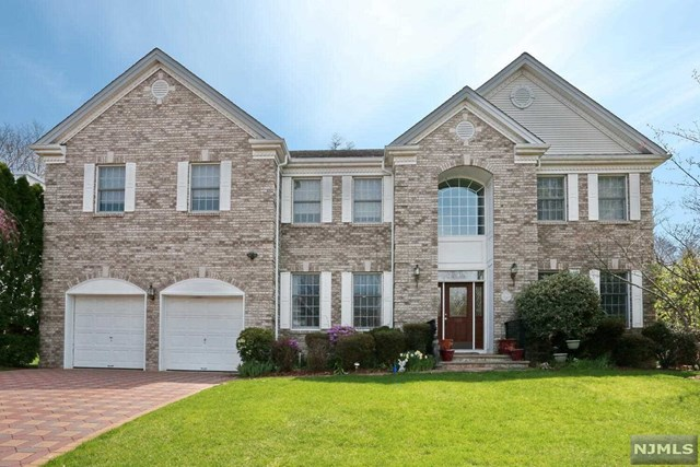 208 Bennington Terrace , Paramus, NJ 07652